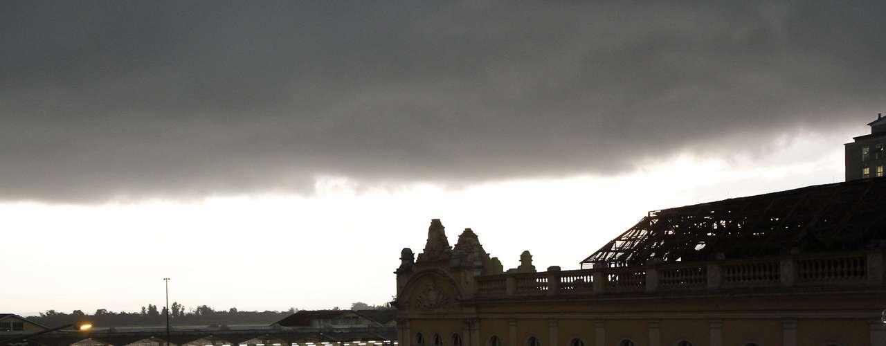 23 de outubro - O tempo deve seguir instável à noite na capital gaúcha