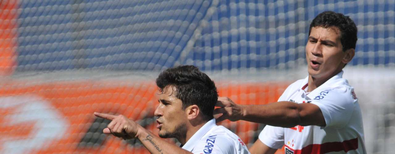 Símbolo da reação tricolor, Aloísio fez dois gols de pênalti