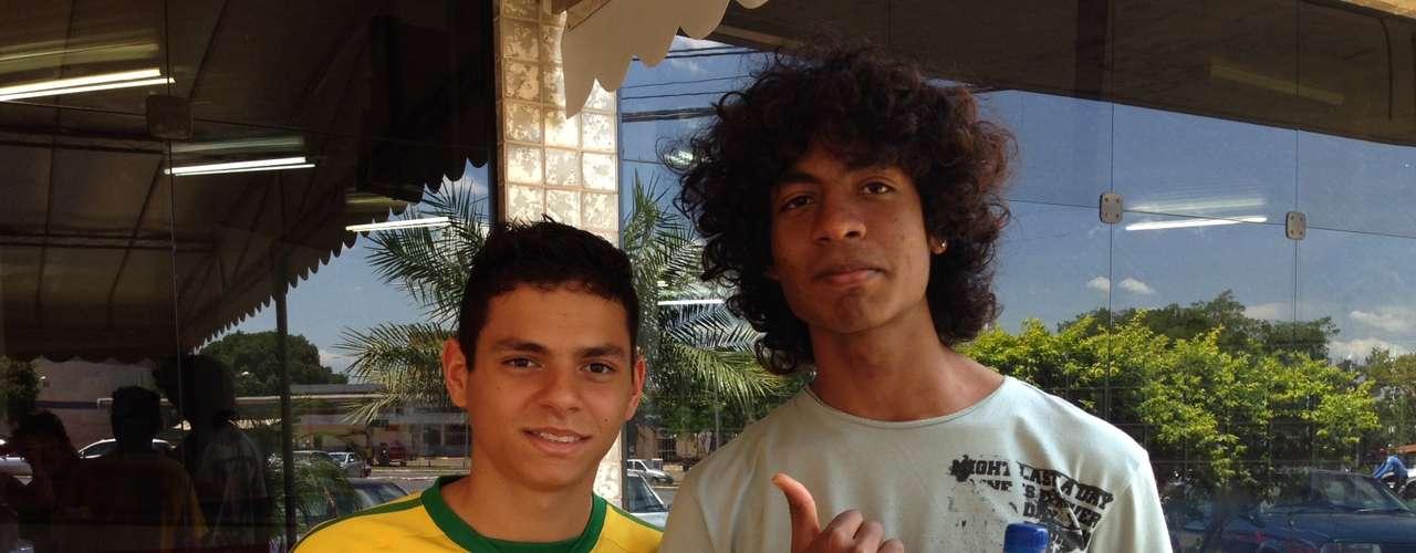 Brasília - Para os amigos Rodrigo Silva, 17, e Rodrigo Batista, 18, Enem teve muito texto