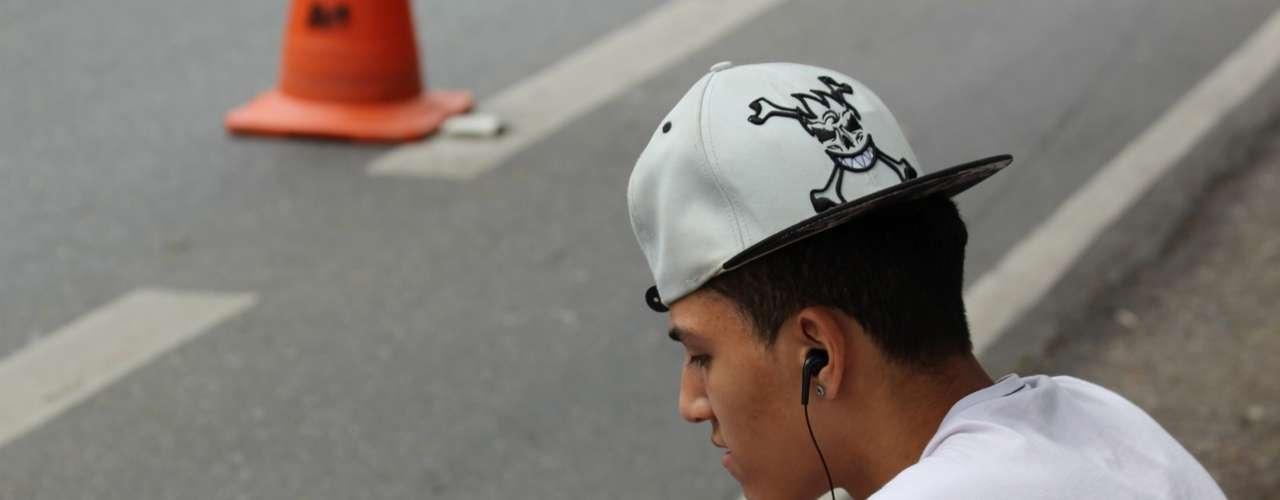 São Paulo - Estudante estava concentrado ouvindo música antes do segundo dia de Enem