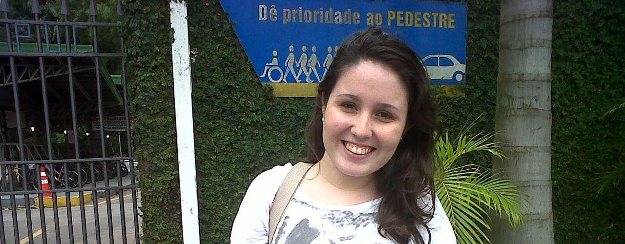 Rio de Janeiro - Bruna Gomes, 20 anos, considerou a prova bem difícil, e justificou a rápida conclusão do exame por já estar exausta. Minha cabeça não estava mais funcionando direito. Estava cansada, disse a estudante