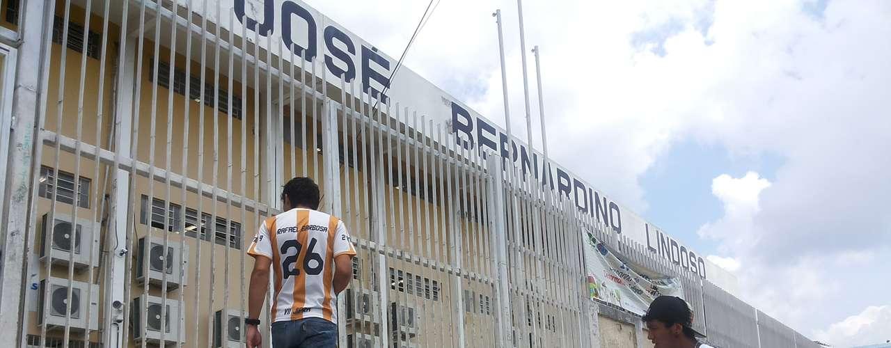 Manaus - Os amigos Rafael e Thiago chegaram 30 segundos após o fechamento dos portões e perderam as provas de domingo do Enem 2013
