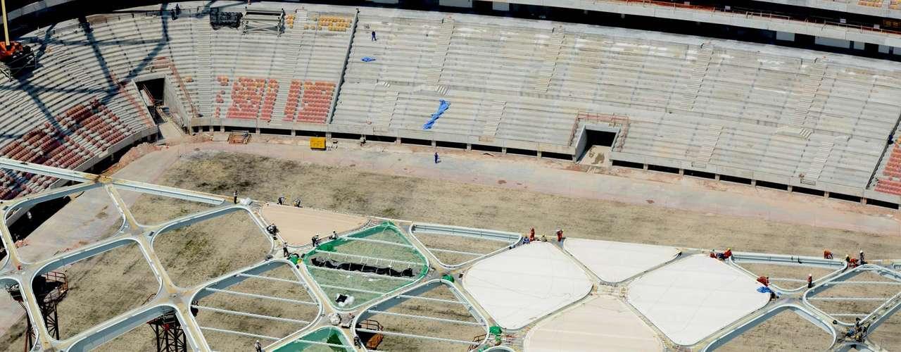 29 de outubro:A expectativa é de que até 2 de novembro seja concluído o lançamento das estruturas metálicas de cobertura e fachada