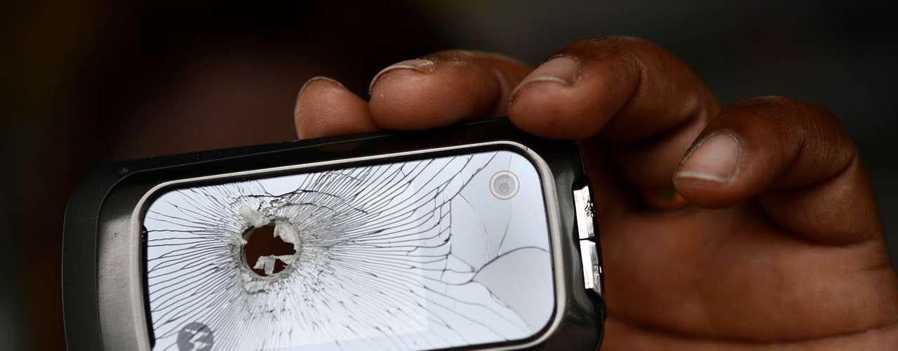 1º de novembro -Celular foi destruído por disparo