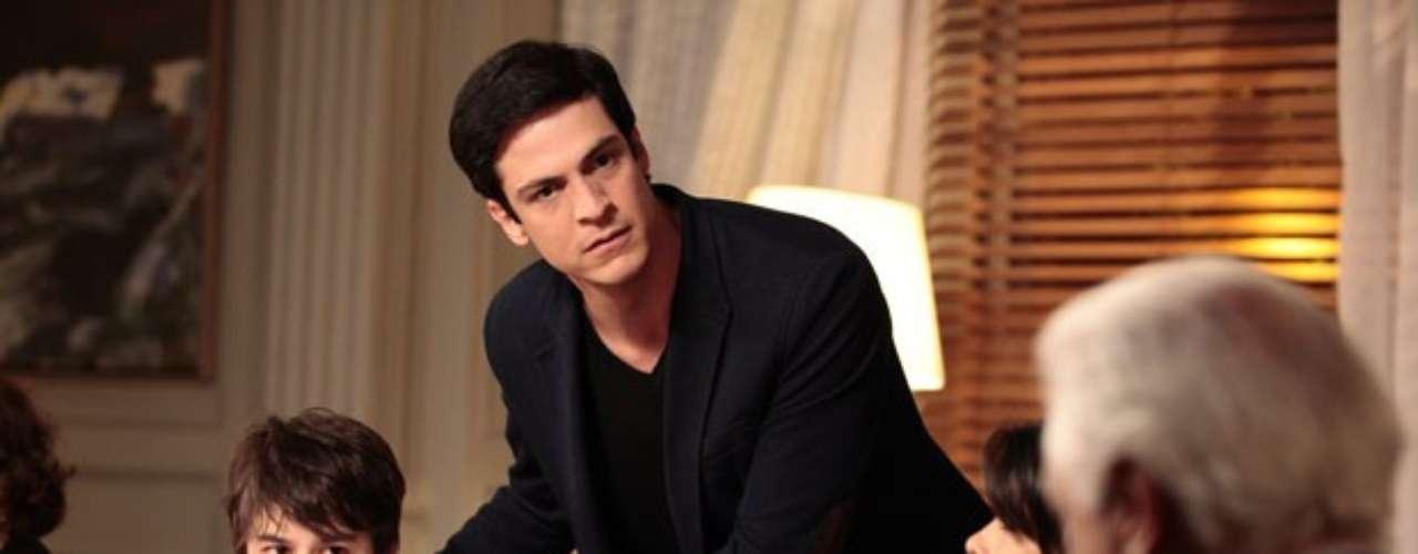 Wagner (Felipe Tito) vai contar que Jonathan (Thalles Cabral) não é filho de Félix (Mateus Solano), mas de Edith (Bárbara Paz) e César (Antônio Fagundes)