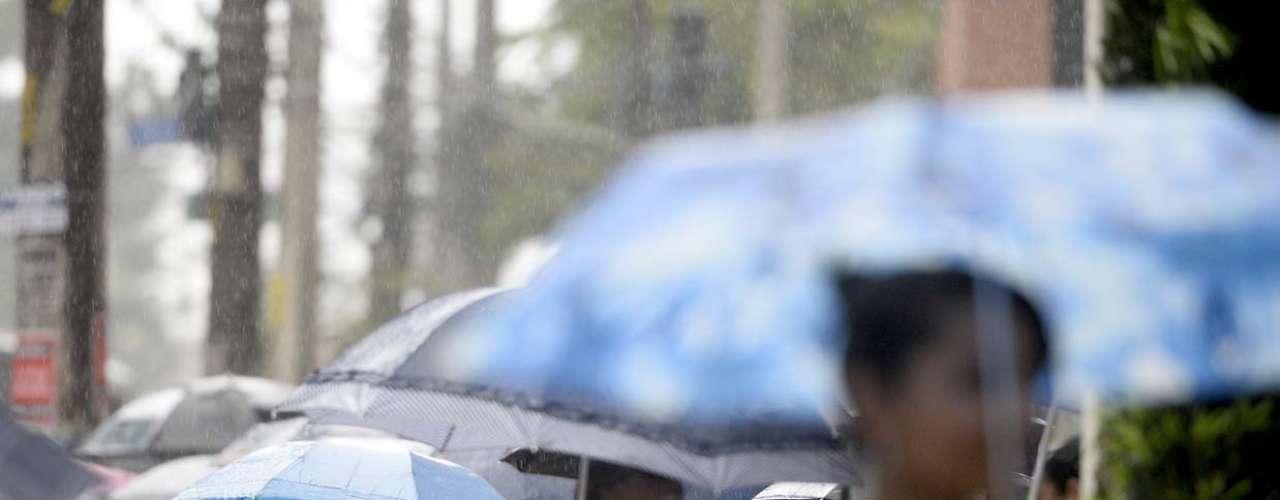 4 de novembro -Por volta das 16h10, imagens de radar meteorológico indicam precipitação moderada em diversas localidades, principalmente entre as zonas norte e oeste, assim como parte do centro da zona leste de São Paulo