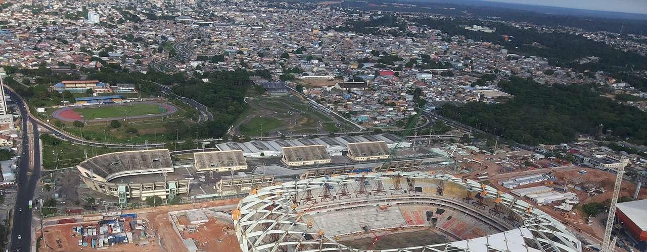 7 de novembro de 2013: Obras da Arena da Amazônia chegaram a 88% de conclusão com o início da instalação da membrana de cobertura