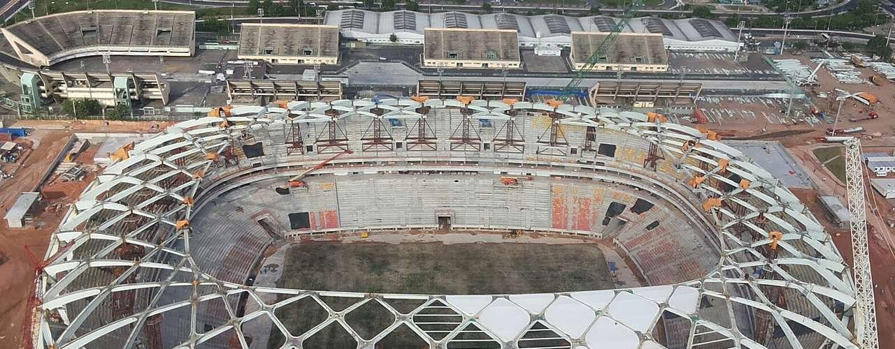 7 de novembro de 2013:Obras da Arena da Amazônia chegaram a 88% de conclusão com o início da instalação da membrana de cobertura