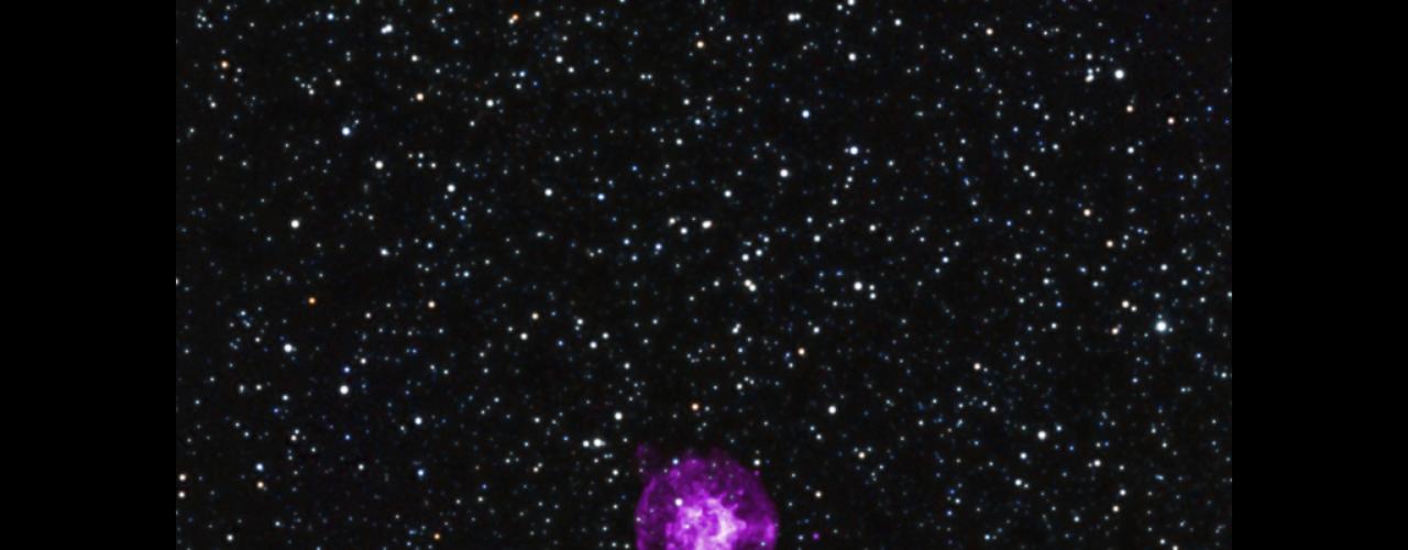 7 de novembro - Os detalhes sobre como estrelas massivas explodem continua sendo uma das maiores perguntas não respondidas pela astrofísica. Localizada na galáxia próxima da Pequena Nuvem de Magalhães, a supernova SNR B0049-73.6 dá aos astrônomos uma oportunidade de estudar essas explosões. A partir de observações preliminares, cientistas da Nasa acreditam que o evento nessa formação foi causado pelo colapso do núcleo central da estrela