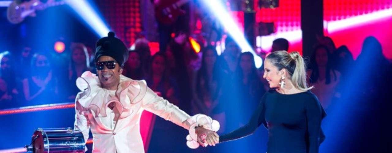 Encerrando a noite, Brown e Claudinha cantaram 'Amantes Cinzas'