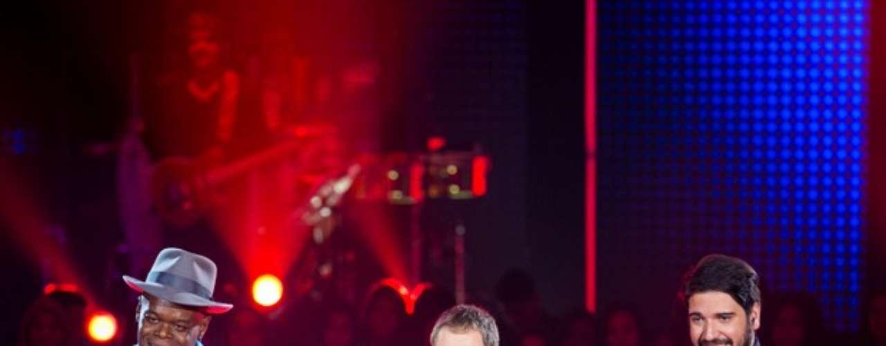 Dom Paulinho Lima e Rodrigo Castellani travaram uma batalha que empolgou tanto técnicos e assistentes, quanto a plateia do The Voice Brasil com a música 'Imunização Racional'. Dom Paulinho foi foi o escolhido de Lulu, mas Daniel, Claudia Leitte e Carlinhos Brown apertaram o botão para salvar Rodrigo. O músico escolheu ficar com Brown