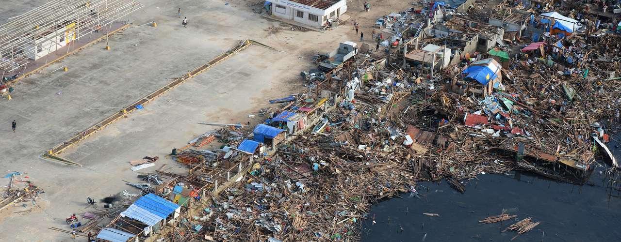 11 de novembro -Cenário é trágico em Guiuan