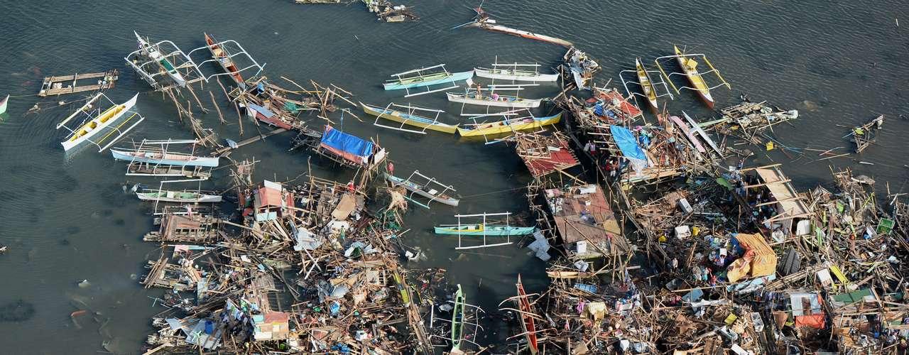 11 de novembro -Imagem aérea da cidade de Guiuan, na província de Samar