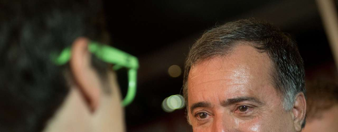 Vários famosos compareceram ao Prêmio Extra de Televisão 2013, que acontece no Vivo Rio, no Parque do Flamengo, no Rio de Janeiro, nesta terça-feira (12). O evento será apresentado por Marieta Severo e Marco Nanini e terá como homenageado o ator Tony Ramos