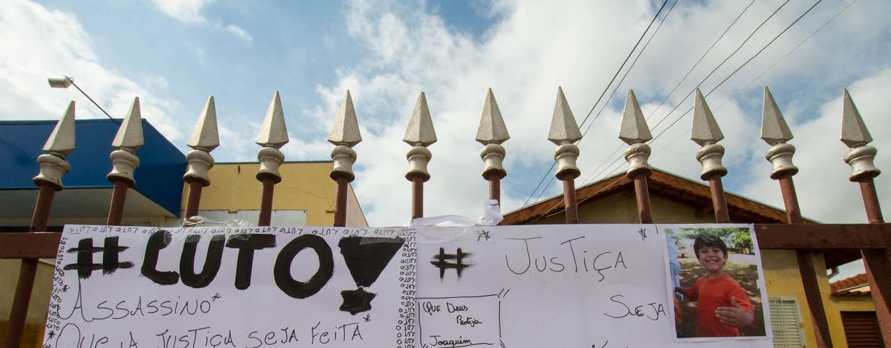 12 de novembro - Mensagem clamando por justiça, deixada na casa da família de Joaquim