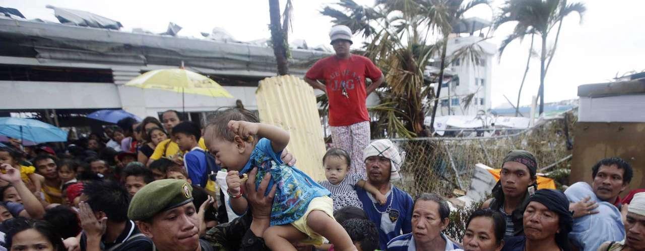 12 de novembro -Tacloban foi uma das cidades mais devastadas pela passagem do tufão Haiyan
