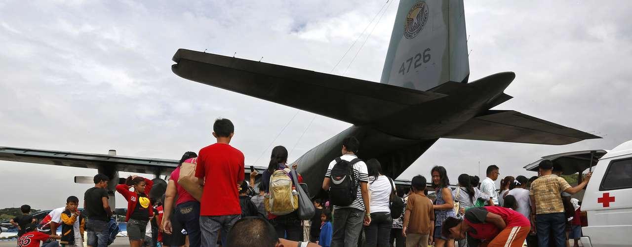 12 de novembro -Morador de Tacloban logo após chegar em Manila