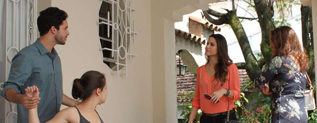 Leila (Fernanda Machado) eRafael (Rainer Cadete) discutem por causa deLinda (Bruna Linzmeyer).Eu quero saber por que você tem tanto interesse na Linda, grita Leila. Porque eu gosto dela. Porque ela me mostra um mundo que eu não conheço, mas quero conhecer. Mas que adianta te explicar? Você não sabe o que é sentimento!, rebate Rafael