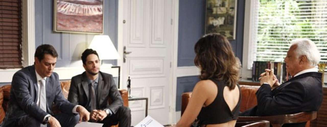 Aline ameça se separar de César, caso ele não dê uma procuração para que ela tenha controle sobre todos os bens dele. Ele morde a isca e a ex-secretária consegue todo o dinheiro do médico