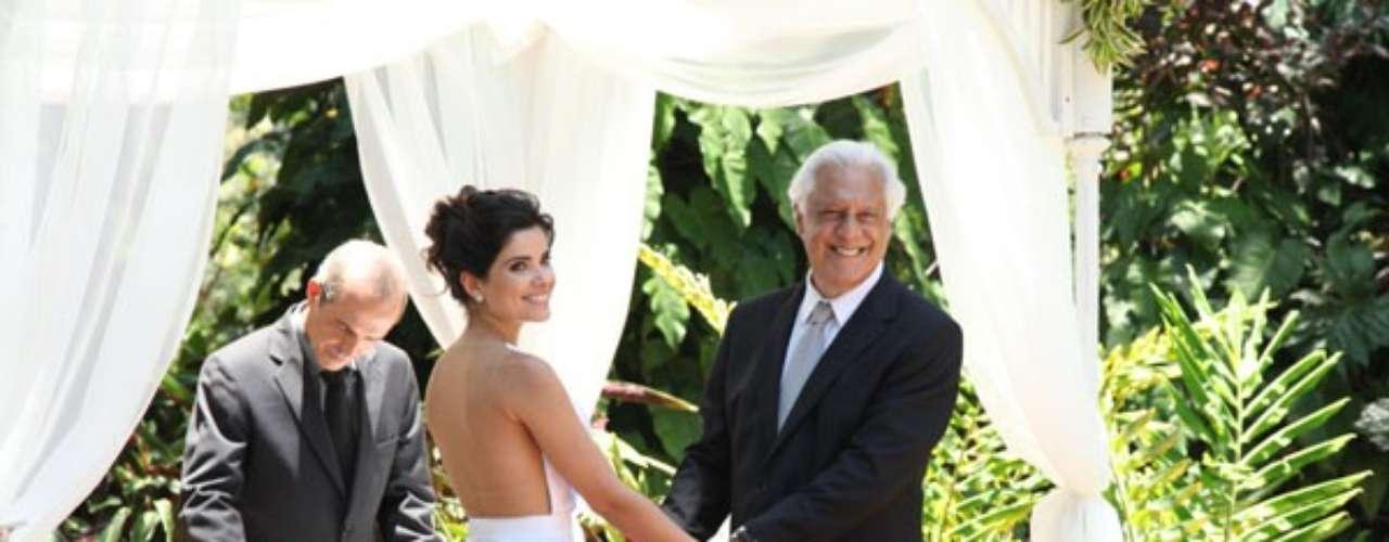 Aline e Cesar finalmente se casam no jardim da nova mansão do casal. Entre os convidados, estão Paloma, Bruno, Paulinha, Eron e Rafael