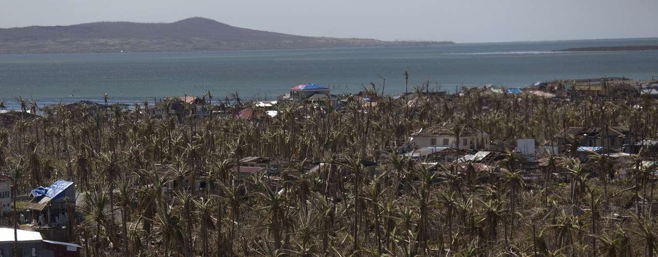 16 denovembro - Haiyan alterou profundamente a paisagem das Filipinas: de belas praias paraum rastro de destruição