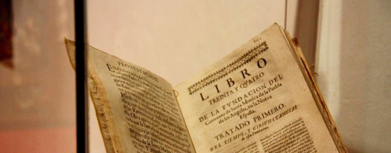 Este livro do século 17 trata da fundação do convento, que após passar por reformas deu origem ao Museu de Arte Religiosa de Santa Mônica