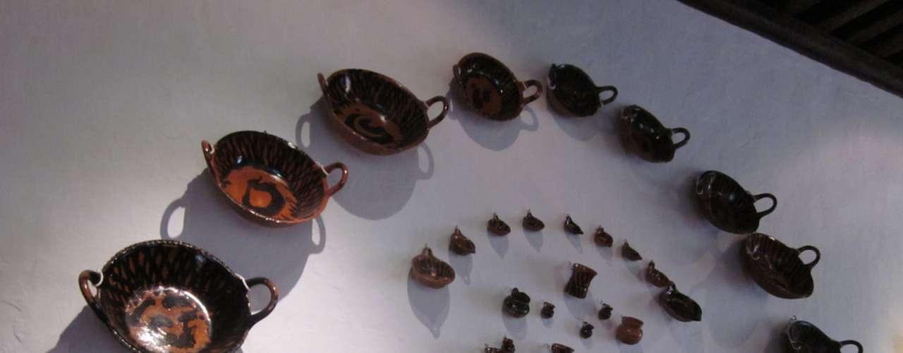 Além de pinturas com temas cristãos, o museu ainda preserva outros utensílios do período colonial