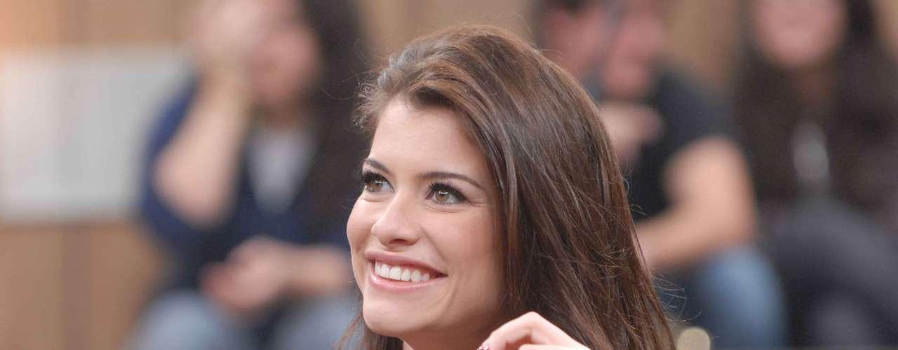 Grávida do seu primeiro filho, a atriz Alinne Moraes, de 30 anos, acredita que estar de bem com a vida pode até melhorar a aparência. Para a bela, a felicidade deixa qualquer um radiante e com uma luz especial