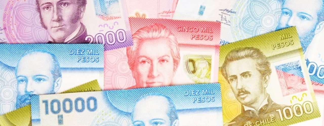 Como muitas das ex-colônias espanholas, os chilenos também adotam o peso. Com um dólar é possível comprar 522 pesos chilenos