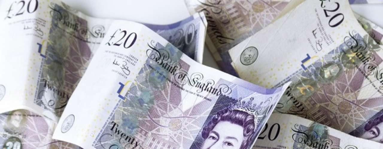 A mais valorizada moeda entre os países que estarão na Copa de 2014 é a da Inglaterra - e do Reino Unido. Com um dólar compra-se 0,62 libra esterlina