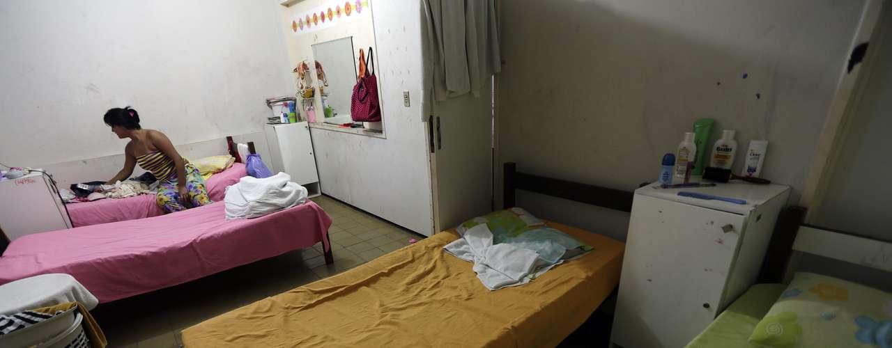 Trabalho de menores de idade na indústria do sexo em cidades-sede da Copa do Mundo de 2014 preocupa autoridades do Brasil; é o caso de Jessica, 16 anos, levada a um abrigo em Fortaleza ao ser apanhada por policiais em um ponto de prostituição de Fortaleza