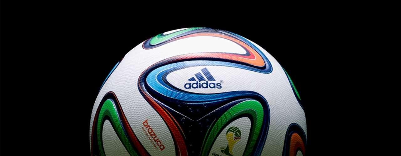 De acordo com a Adidas, a bola foi testada pordois anos e meio, passandopor mais de 600 jogadores e ex-jogadores de primeira classe
