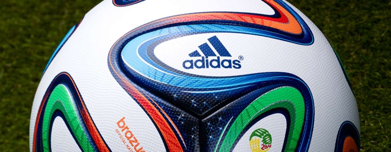 Adidas explicou que as cores e o design da Brazuca simbolizam as tradicionais fitinhas multicoloridas utilizadas no País quando os brasileiros querem que um desejo se realize