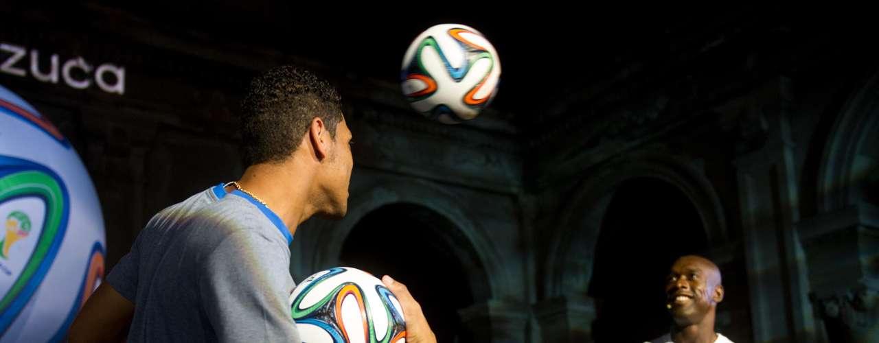 A cerimônia contou com a apresentação da atriz Sheron Menezzes ao lado de Cafu, do holandês Seedorf e do atacante do Flamengo, Hernane. O evento foi realizado no Parque Lage, na Zona Sul do Rio de Janeiro
