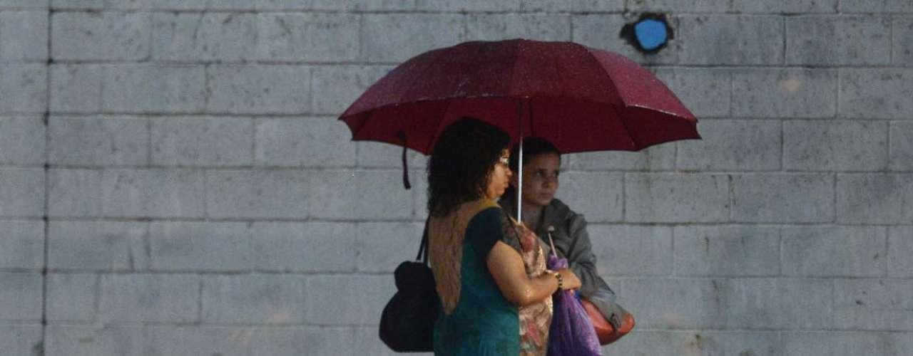 5 de dezembro -A chuva que cai sobre São Paulo nesta quinta-feira fez com que toda a cidade entrasse em estado de atenção para alagamento no início da noite de hoje