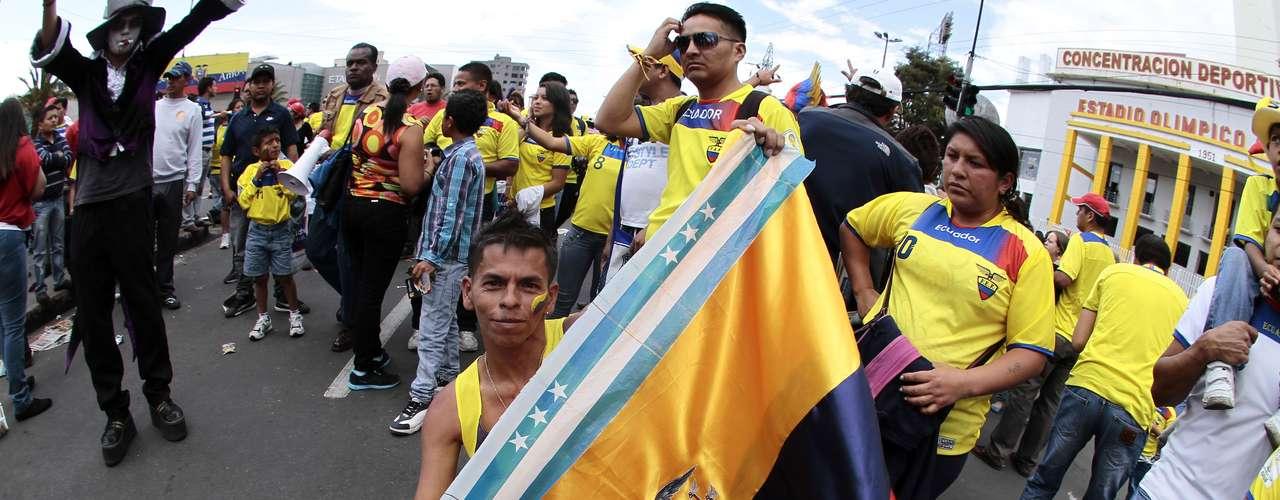 GRUPO E: Equador  Viagens:  Brasília - Curitiba - Rio de Janeiro  Distâncias:  1083 km + 676 km = 1759 km