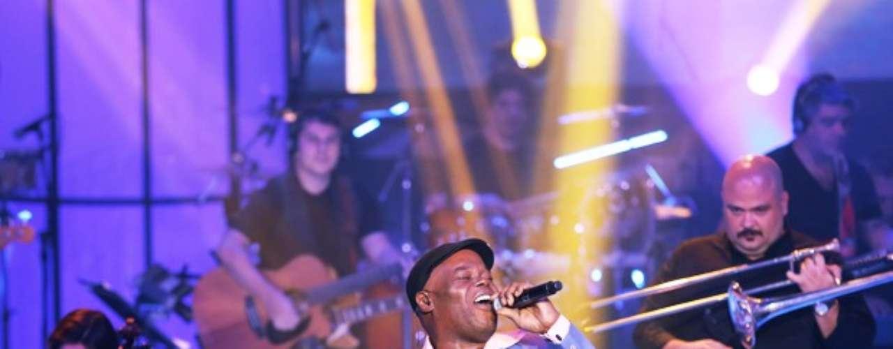 Dom Paulinho Lima foi ovacionado pelo público com 'BR3', sucesso na voz de Tony Tornado, mas acabou eliminado do programa