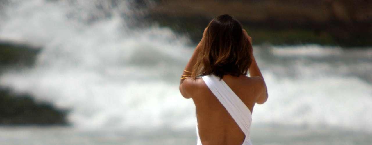 13 de dezembro - Após dias de chuvas no Rio, banhistas aproveitam tempo firme e abafado na praia de Ipanema