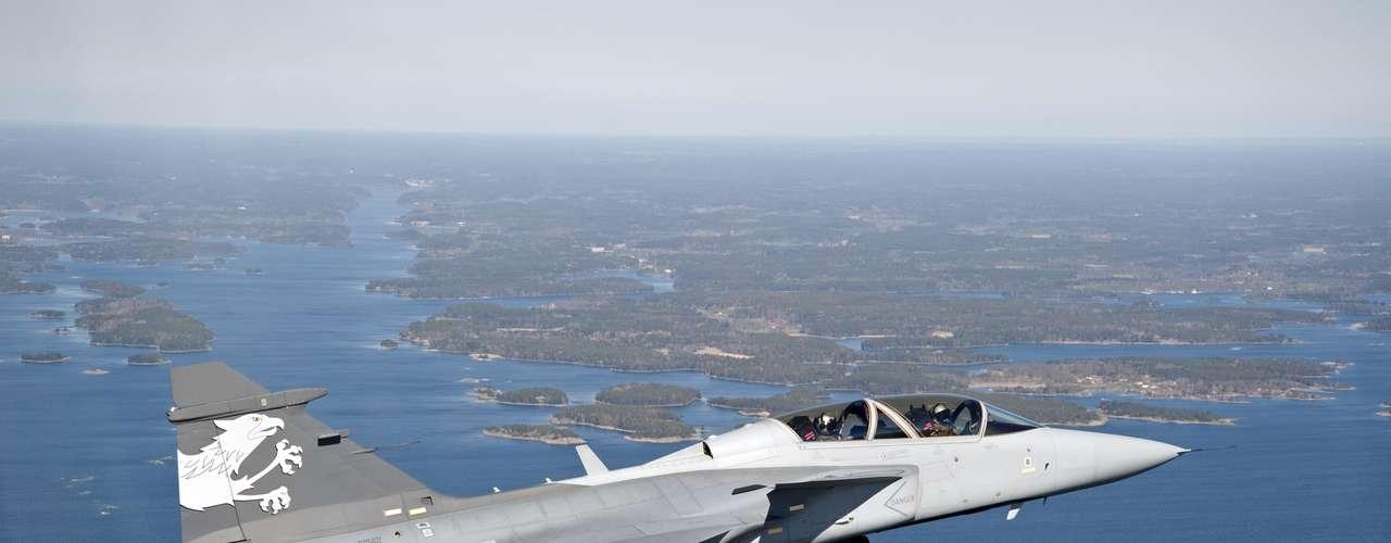 Gripen -Caça sueco tem 14,1 metros de comprimento