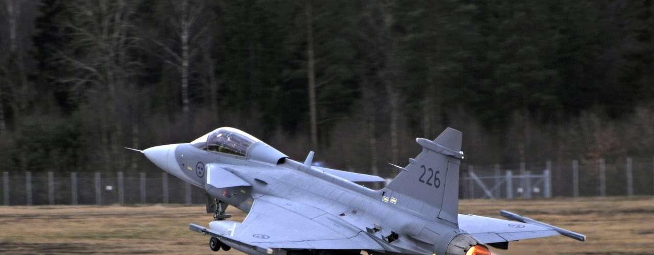 Gripen -Caça possui radar ES 05 Raven, desenvolvido pela Selex-Galileo com a Saab e a indústria brasileira