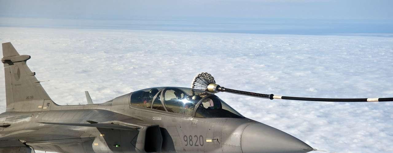 Gripen -Fabricante garante que caça apresenta os menores custos operacionais e de logística entre todos os caças atualmente em serviço