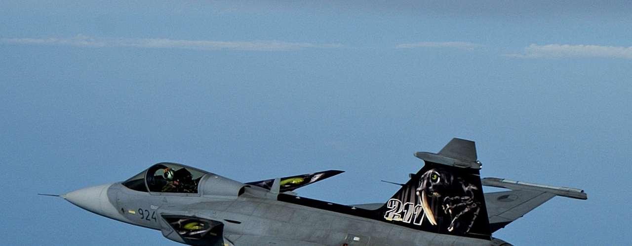 Gripen -Aeronave apresenta um avançado layout 100% digital, com grandes e coloridos displays