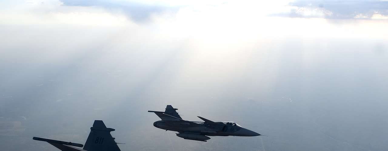 Gripen -Empuxo superior viabiliza velocidade de super-cruise equivalente a Mach 1.1, com armas ar-ar