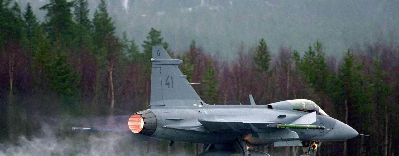 Gripen -O radar ES 05 Raven, desenvolvido pela Selex-Galileo com a Saab e a indústria brasileira, é o único radar de combate do mercado munido de uma placa oscilante (swash plate) móvel