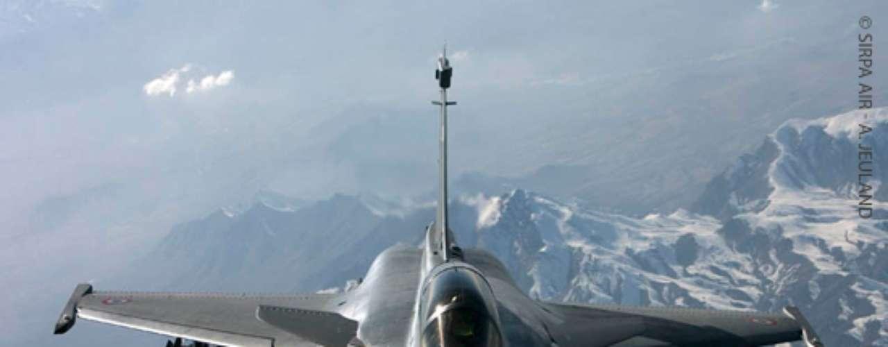 Rafale -Espaço necessário para aterrisagem do Rafale é de 450 metros, de acordo com a Dassault