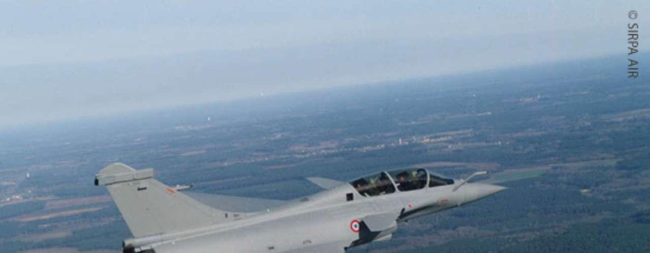 Rafale - Segundo a fabricante, caça francês tem 5, metros de altura