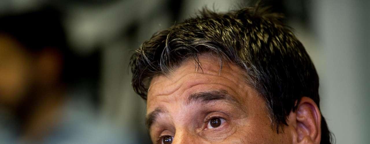 ''Temos jogadores no grupo que se apresentaram mais cedo que podem disputar vaga no time que vai jogar a Libertadores. Mas não se pode negar que o jogo contra o Deportivo Quito é o mais importante do ano'', disse Húngaro