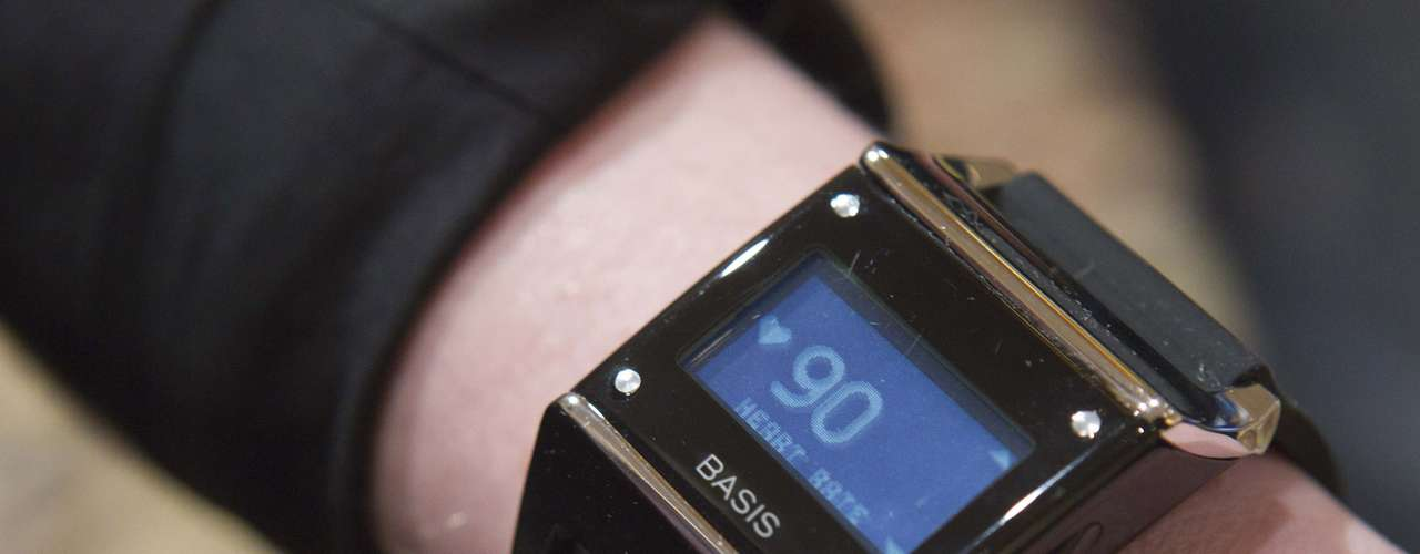 Relógio Basis tem sensores que monitoram a atividade do usuário