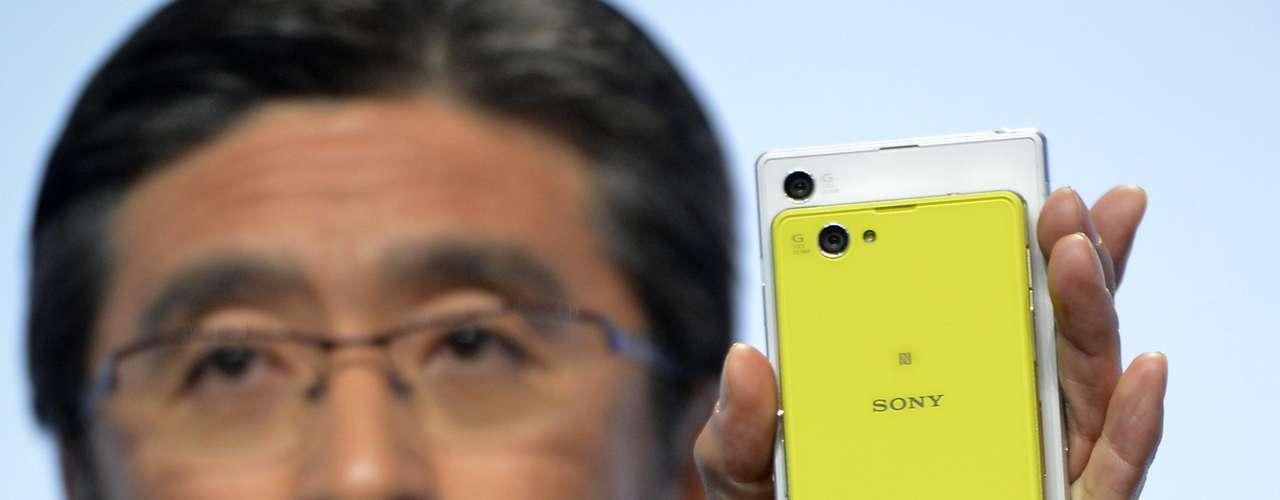 A Sony anunciou o smartphone Xperia Z Compact. Ele tem as mesmas configurações de hardware do topo de linha da marca, mas tela de 4,3 polegadas
