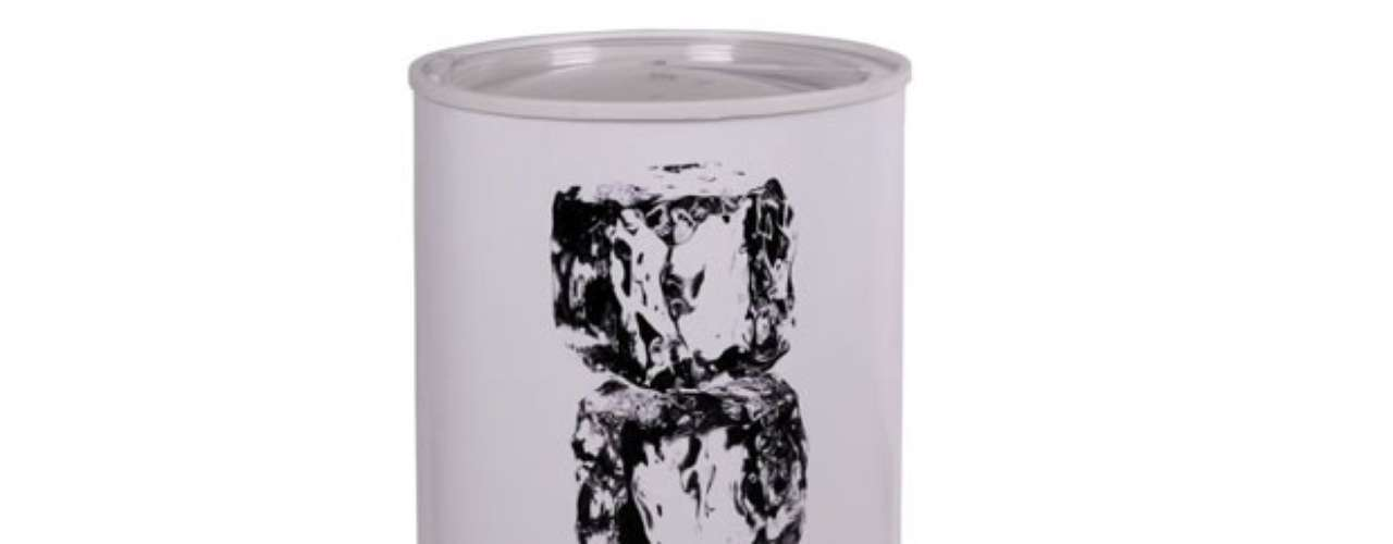 Cooler Spicy é decorado com imagem de cubos de gelo e tem capacidade para até 42 latas. Preço: R$ 319. Informações: 0800-168388